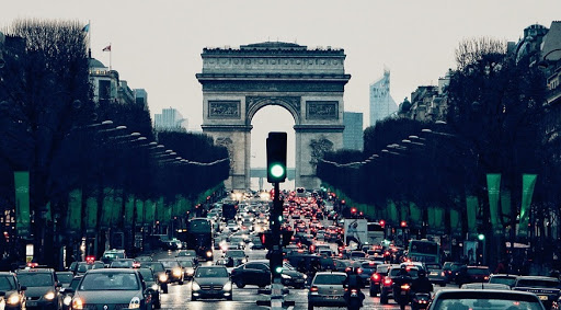 رانندگی در شهر پاریس